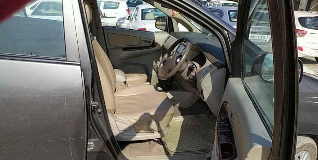 Toyota Innova 2012-2013 2.5 G (Diesel) 7 Seater