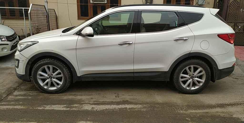 Hyundai Santa Fe 4WD AT