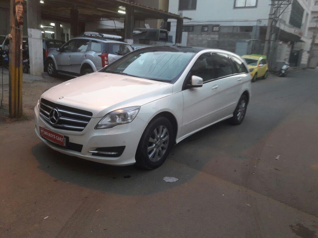 Mercedes benz r class petrol r350 price specs review for Mercedes benz r class price