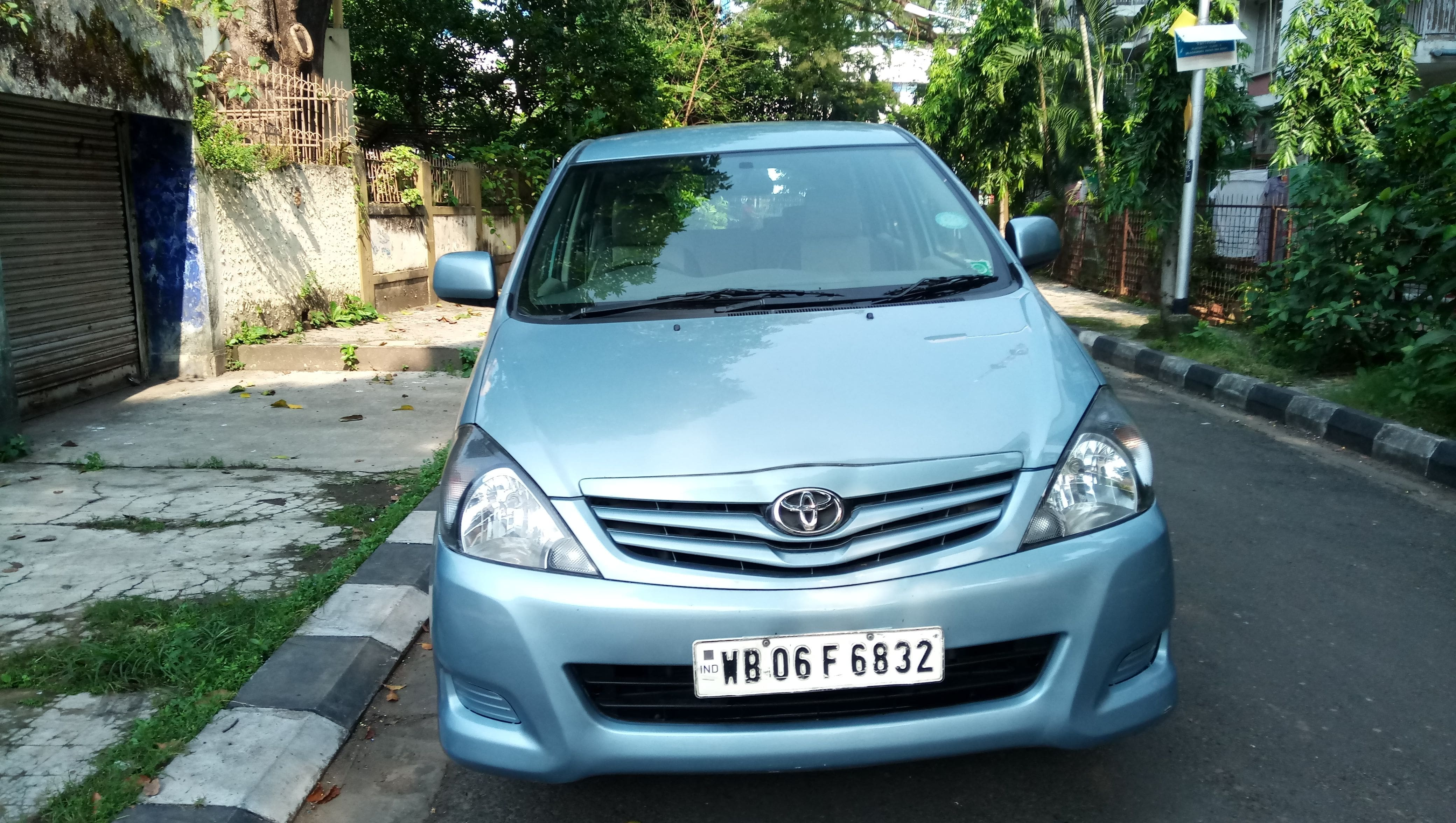 Toyota Innova 2004-2011 2.5 GX (Diesel) 8 Seater BS IV