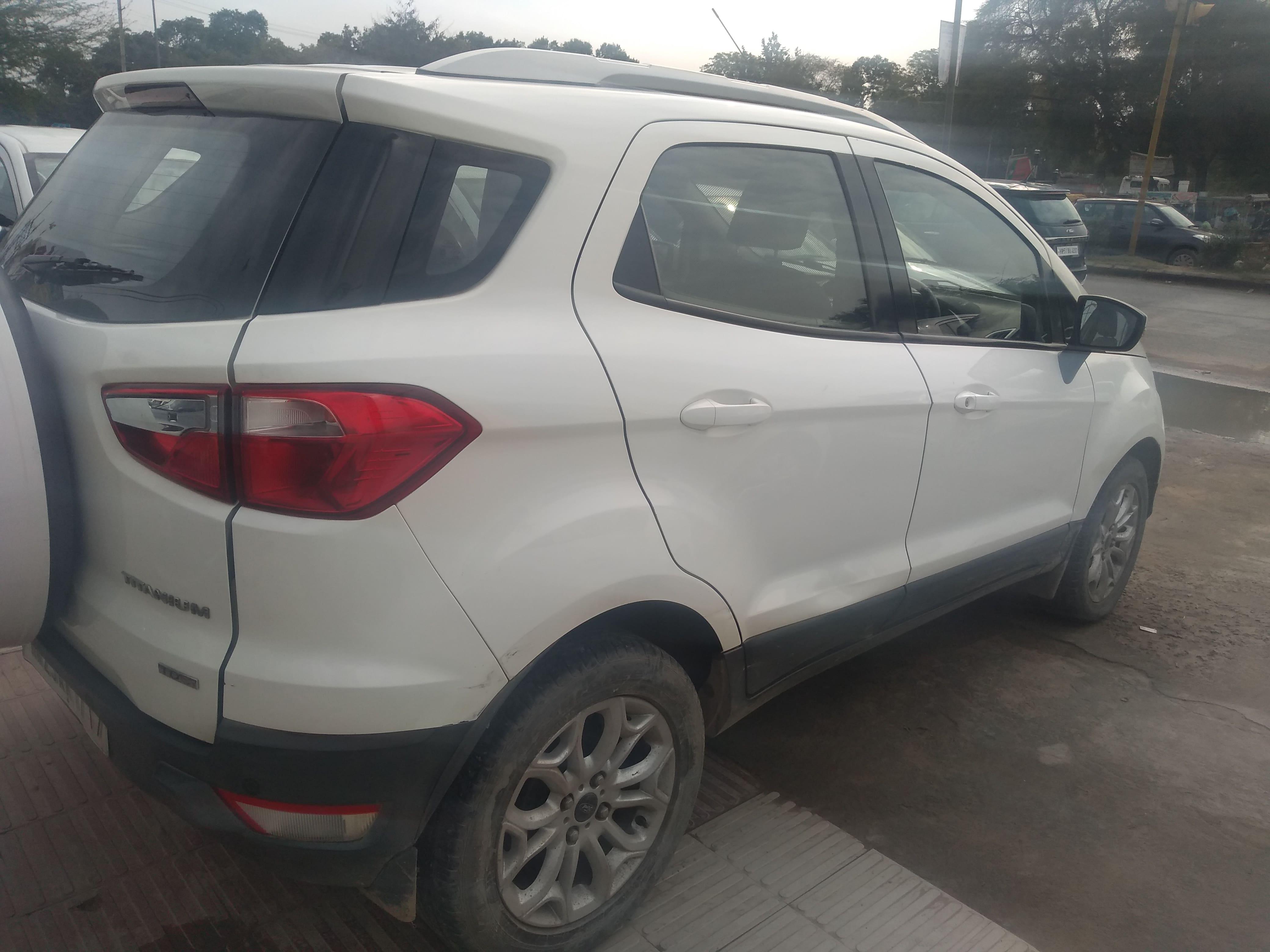 Ford EcoSport 2013-2015 1.5 DV5 MT Titanium