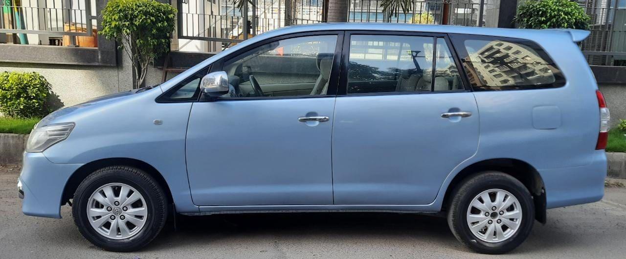 Toyota Innova 2004-2011 2.5 V Diesel 7-seater