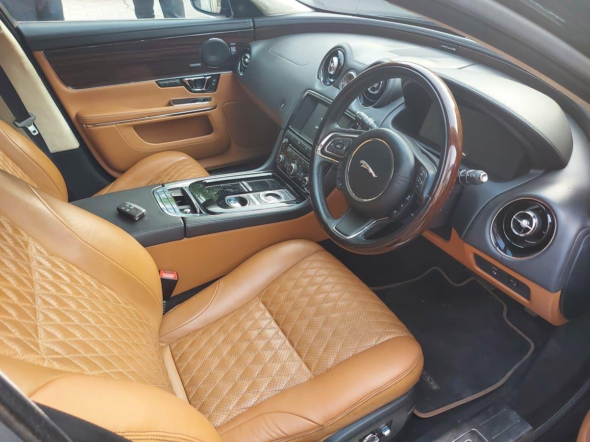 Jaguar XJ 3.0L Portfolio