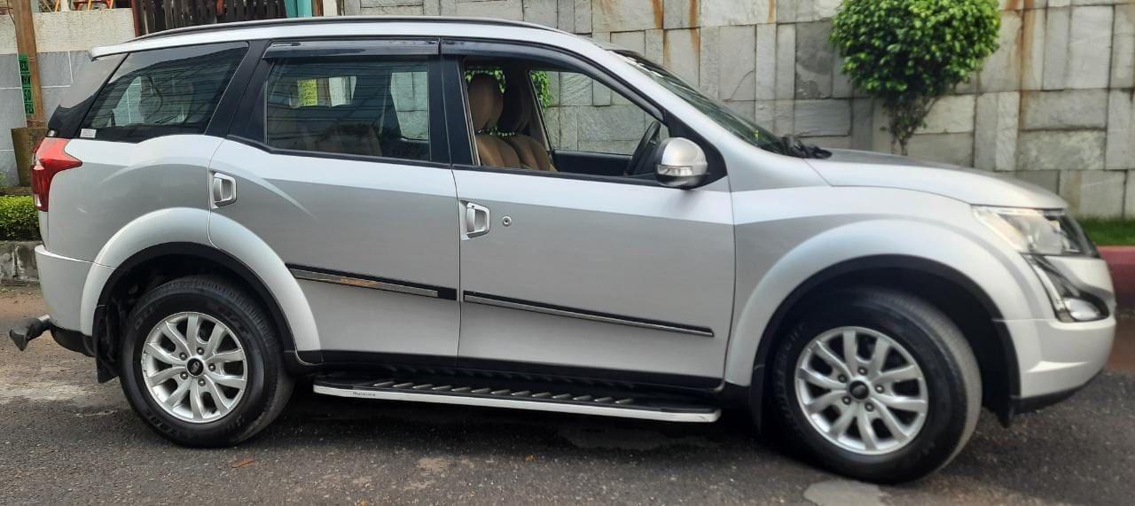 Mahindra XUV500 W9