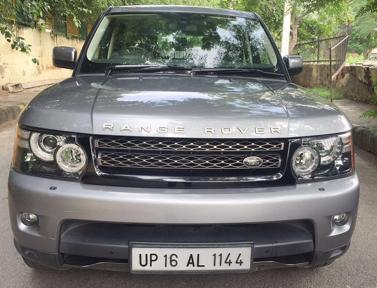 land rover range rover sport diesel se price specs review pics mileage in india. Black Bedroom Furniture Sets. Home Design Ideas