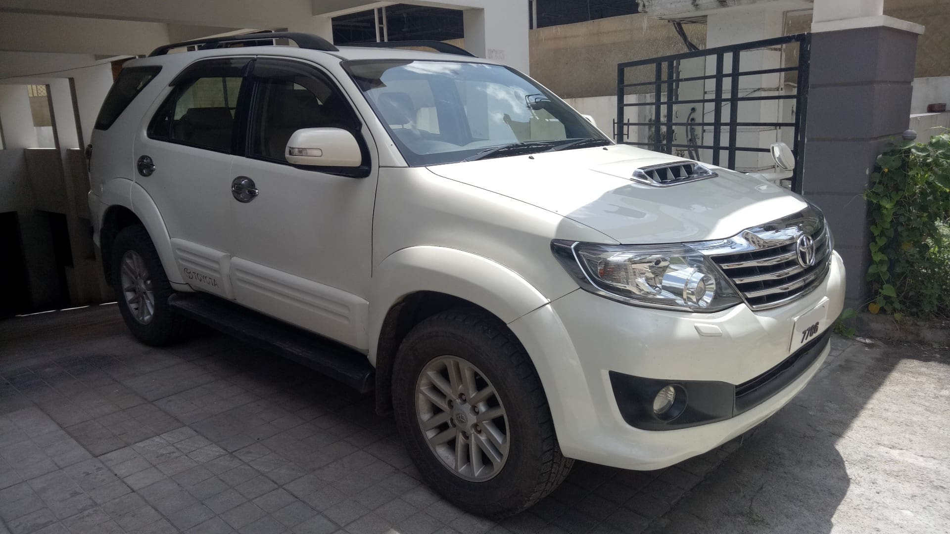Toyota Fortuner 2011-2016 4x2 AT