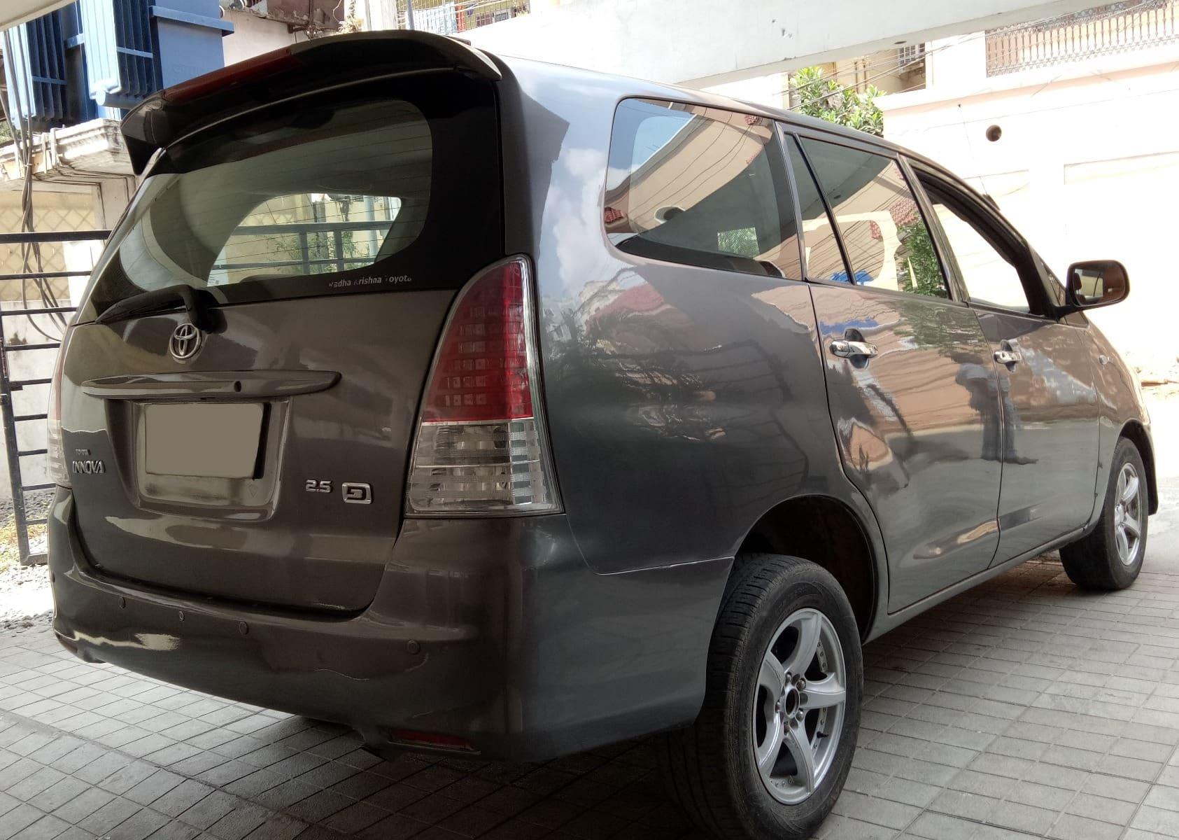 Toyota Innova 2004-2011 2.5 G (Diesel) 8 Seater BS IV