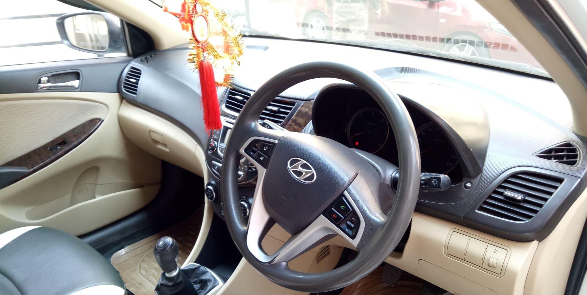 Hyundai Verna 2011-2015 1.4 EX
