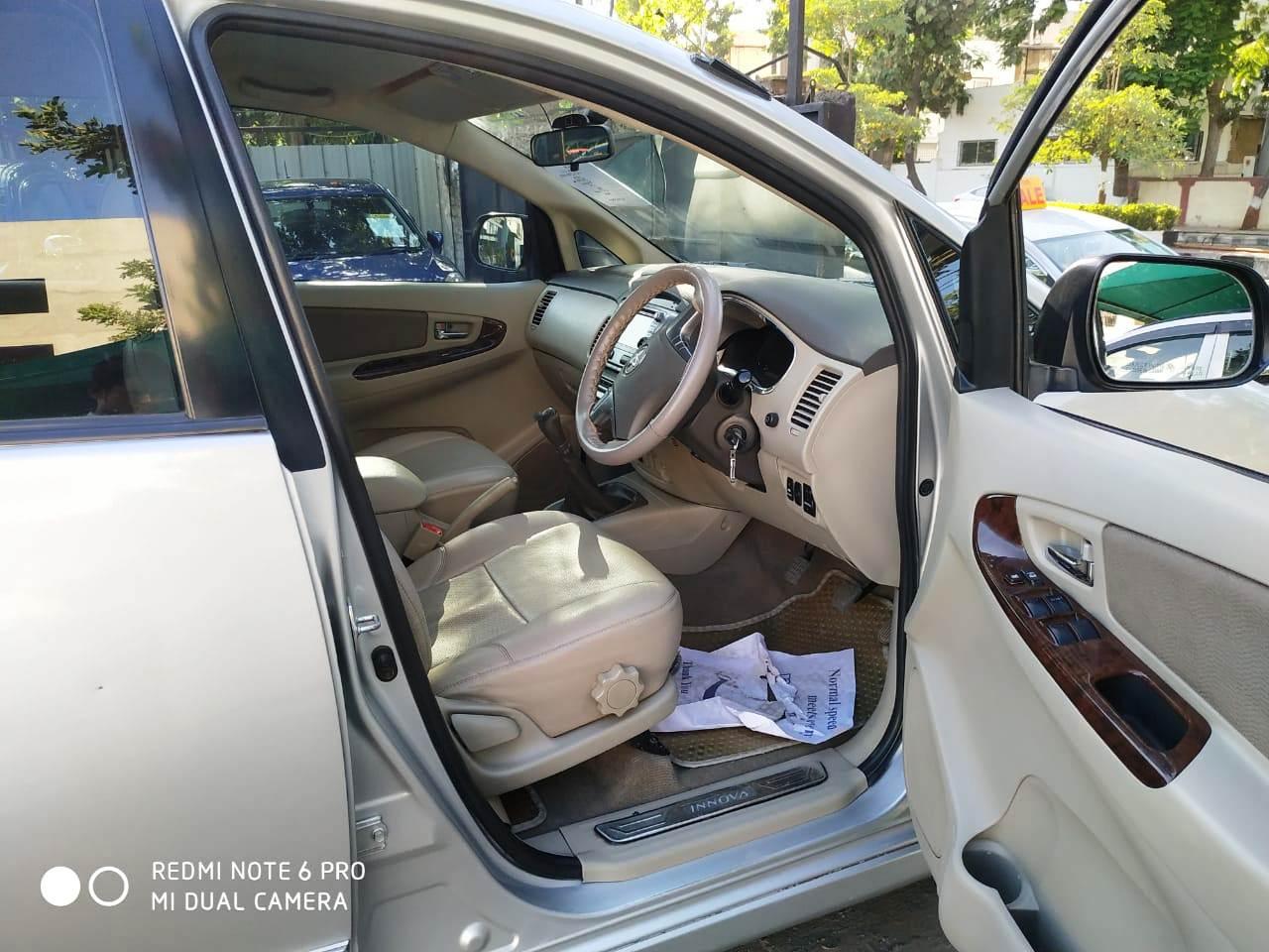 Toyota Innova 2.5 VX (Diesel) 8 Seater