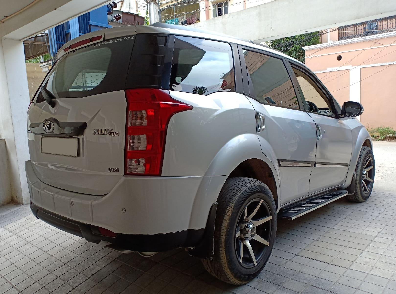 Mahindra XUV500 W4