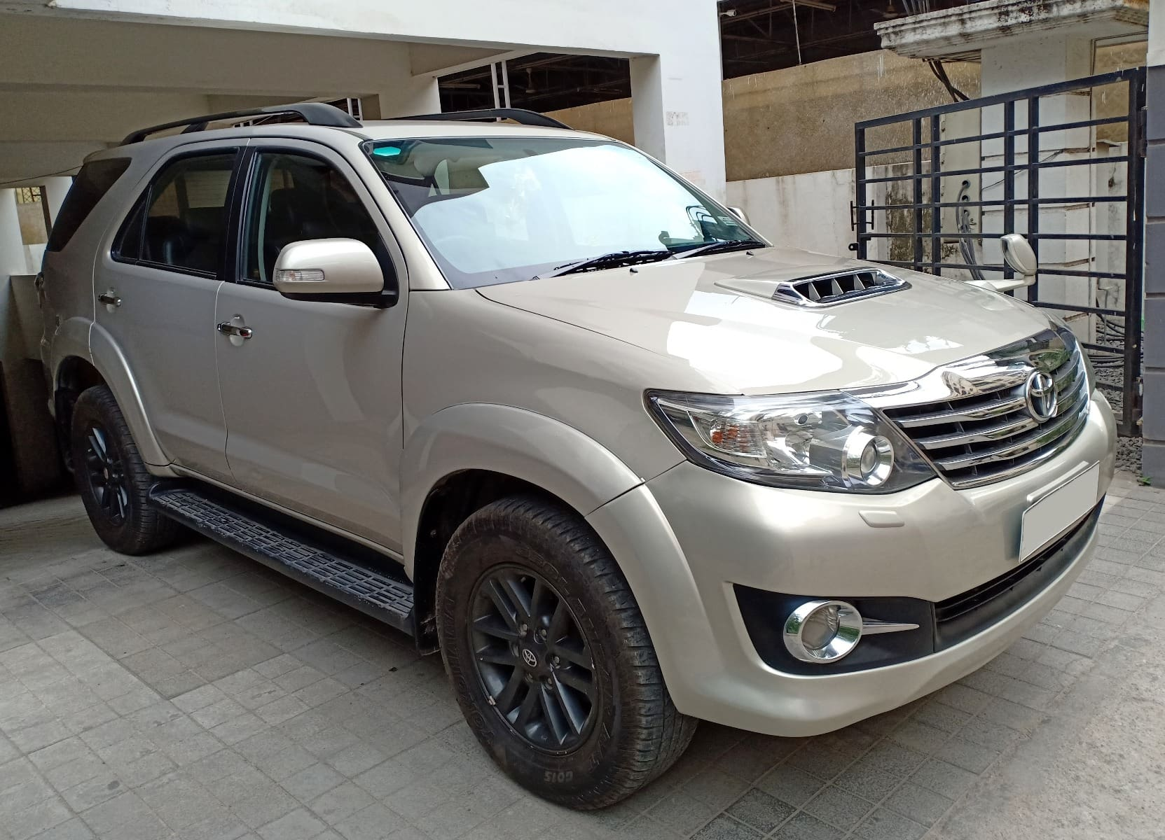 Toyota Fortuner 2011-2016 4x4 AT
