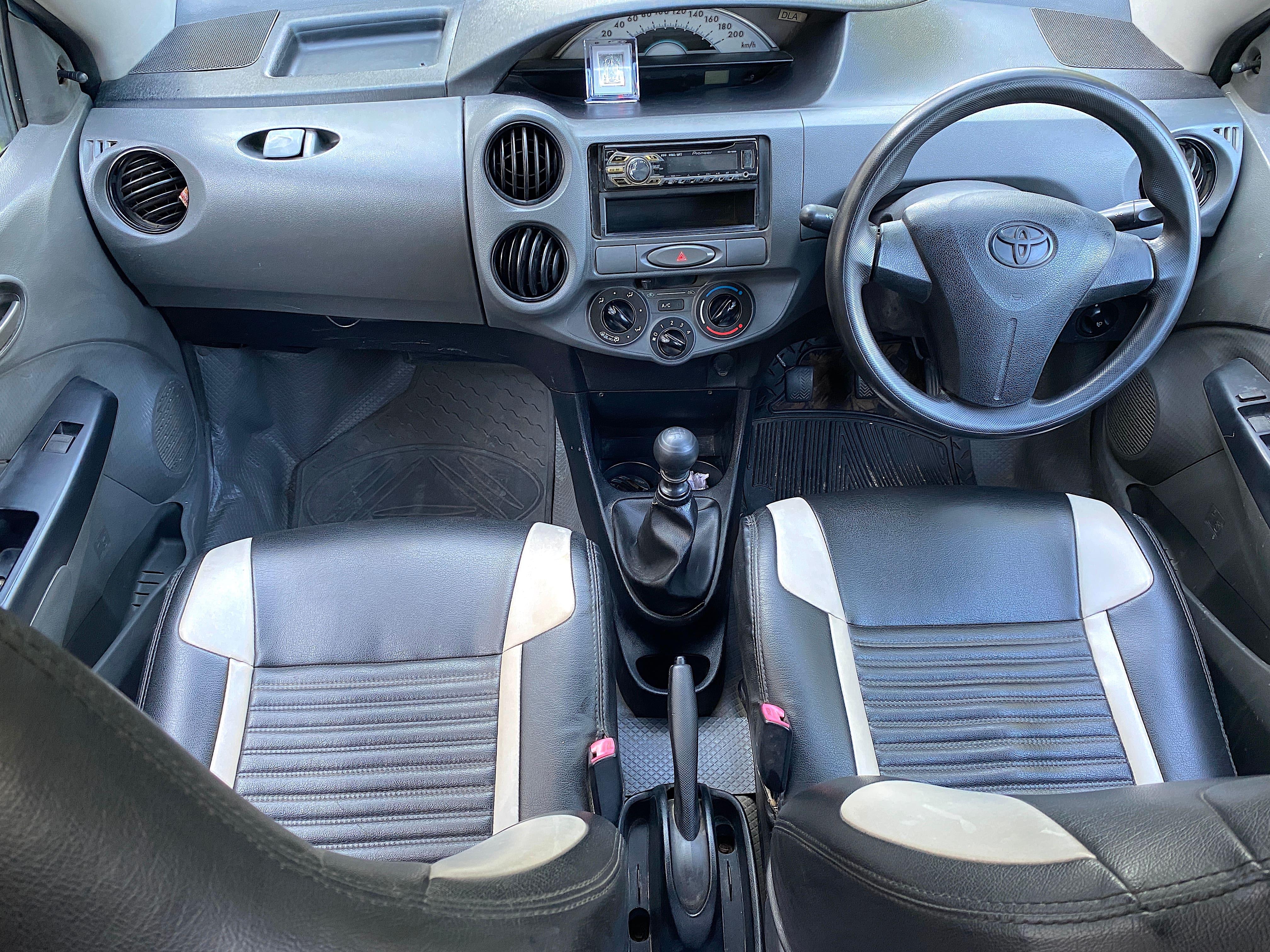 Toyota Etios Liva 2011-2012 V