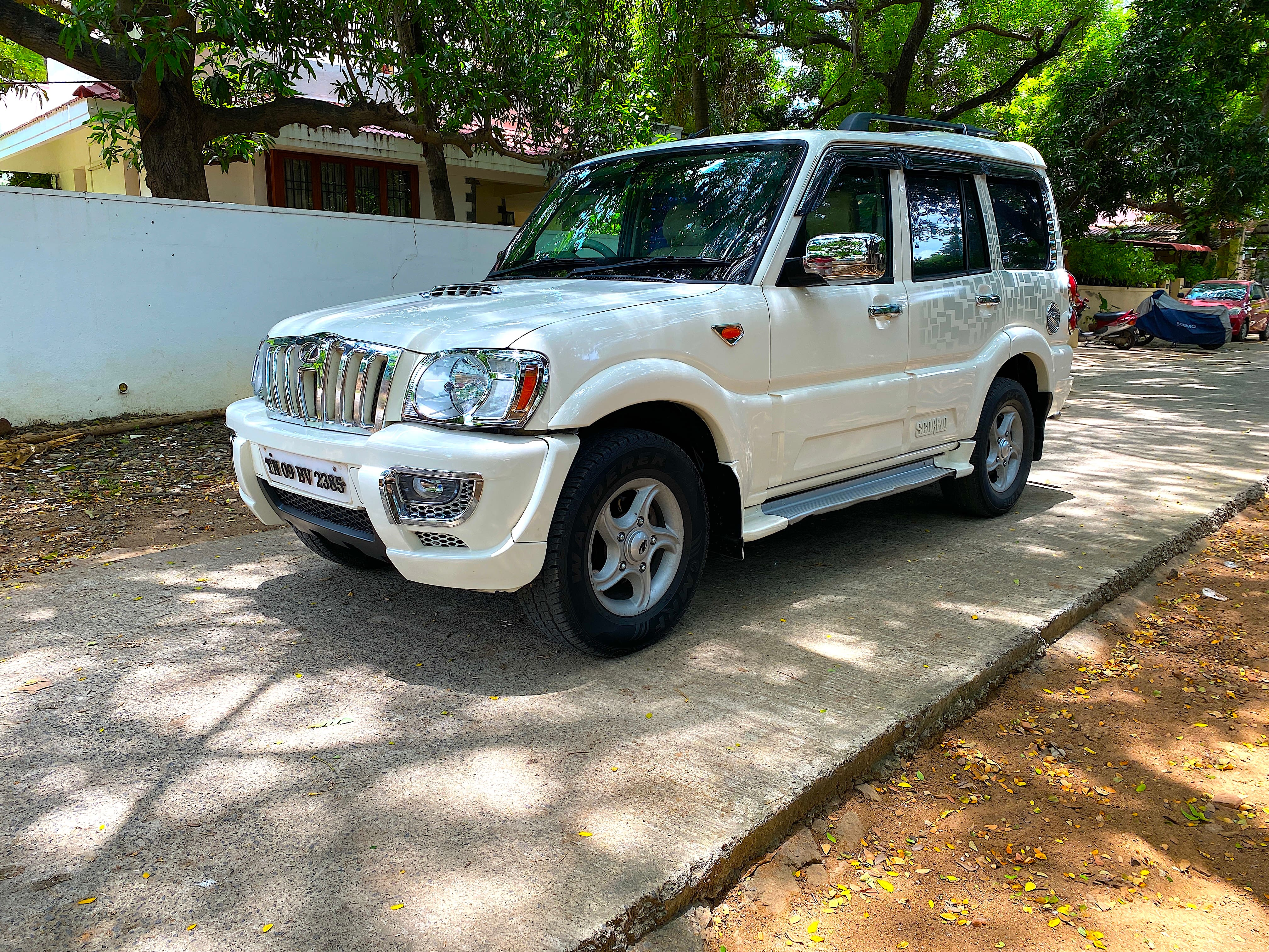 Mahindra Scorpio 2009-2014 VLX 2WD AIRBAG BSIV