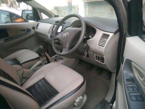 Toyota Innova 2009-2012 2.5 GX 8 STR