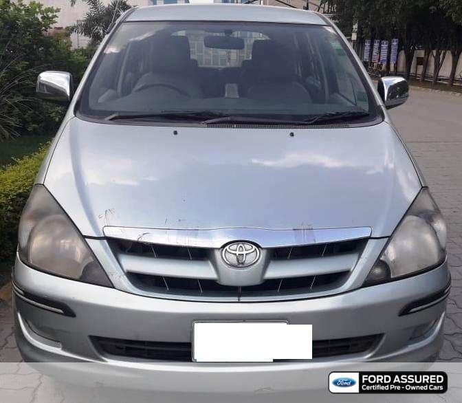 Toyota Innova 2004-2011 2.5 V Diesel 8-seater
