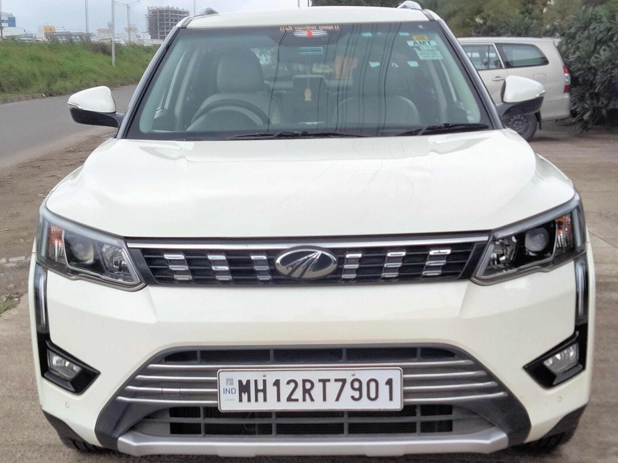 Mahindra XUV300 W8 Diesel Sunroof