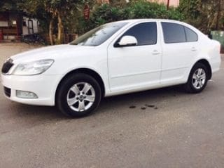 Skoda New Laura Ambition 2.0 TDI CR MT