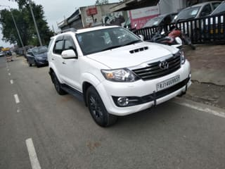 2015 Toyota Fortuner 2.8 2WD MT