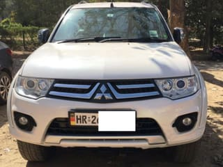 2015 Mitsubishi Pajero Select Plus 4X2 AT