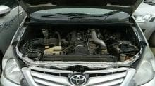 टोयोटा इंनोवा 2 5 G दिसलं 8 सेंटर बस जीव